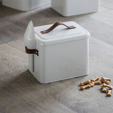 Pet Food Storage Bin with Scoop